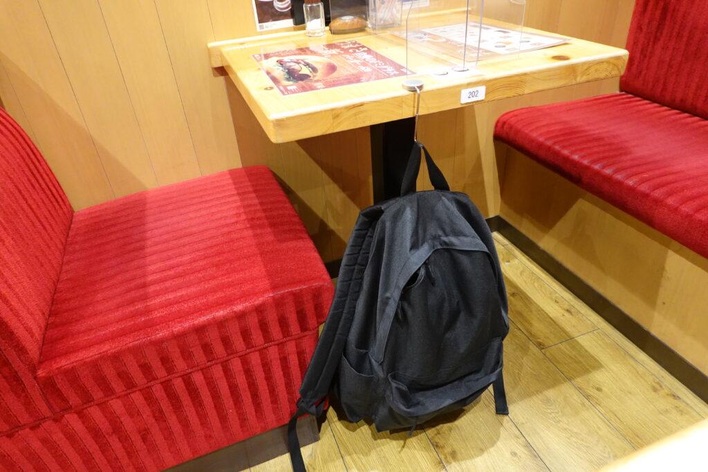 無印良品のバッグハンガーをカフェで仕様
